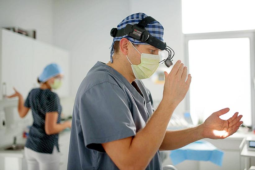 chirurg dr Michał Szałwiński