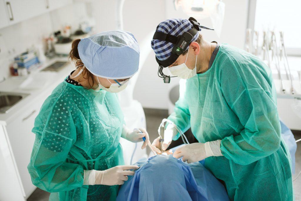 dr michał szałwiński implanty