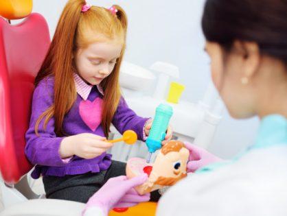 Pierwsza wizyta dziecka u dentysty.